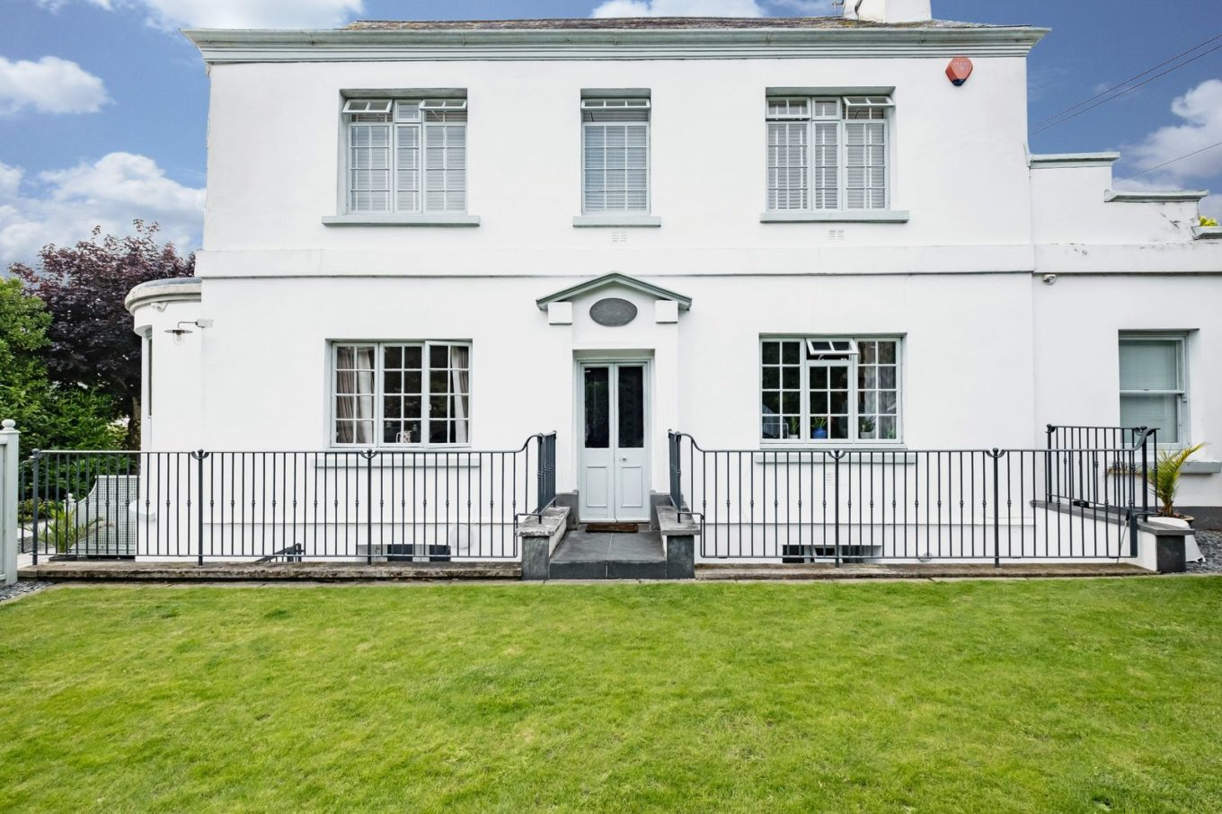 Hidden behind private gates, you'll find Georgian grandeur aplenty at this elegant period property for sale in Cornwall. Plus all the luxury mod cons of course!